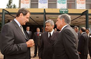 López Obrador (center) with former President Vicente Fox (left) and former México State governor Arturo Montiel (right).