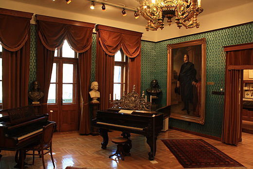 One of Franz Liszt's pianos from his apartment in Budapest FranzLisztPiano.jpg