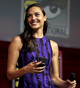 Gal Gadot at the 2018 Comic-Con International (cropped).jpg