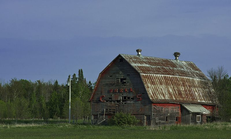 File:Gambrel-roof-barn-upper-peninsula.jpg