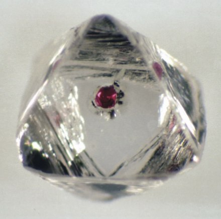 Red garnet inclusion in a diamond. Garnet inclusion in diamond.jpg