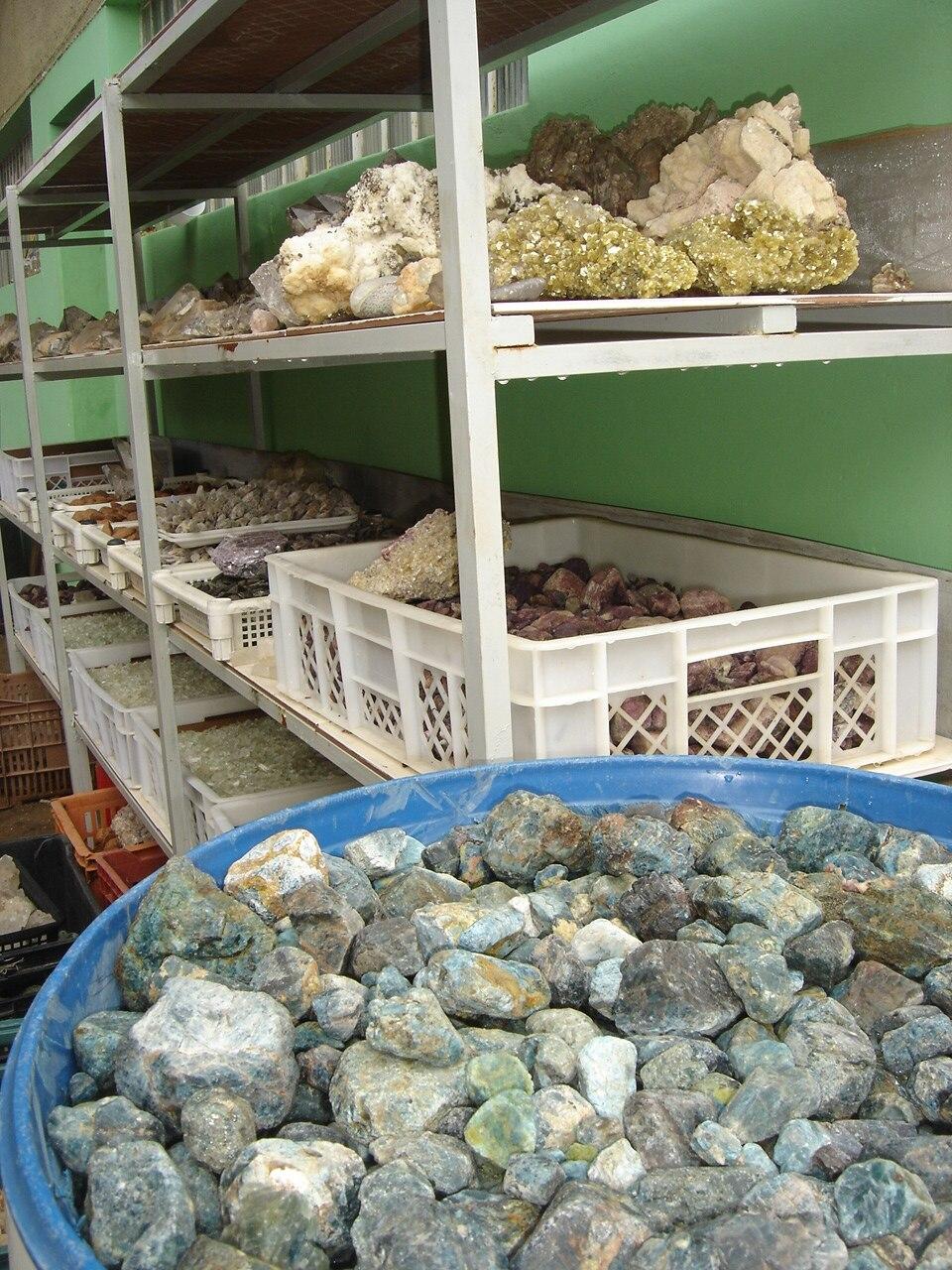 Gemstones raw