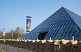 Glaspyramide Cristalica Döbern.jpg