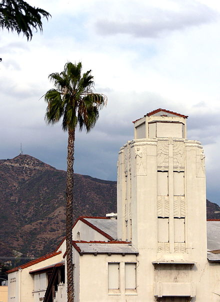 Grand Central Air Terminal prior to renovation, October 2005 Glendale Grand Central Air Terminal 2005.jpg