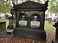 Grabstein für Claus von der Decken und Ehefrau auf dem Gartenfriedhof in Hannover.jpg