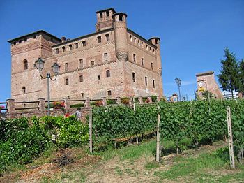 https://upload.wikimedia.org/wikipedia/commons/thumb/1/1b/Grinzane_cavour_castello.jpg/350px-Grinzane_cavour_castello.jpg