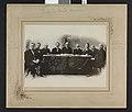 Gruppebilde med åtte uidentifiserte menn og en uidentifisert kvinne, ca. 1906 - no-nb digifoto 20160311 00006 bldsa fFA00406.jpg