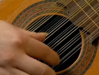 Guitarrón chileno - A close-up of the string arrangement.