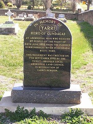 Gundagai - Memorial to Yarri in the Gundagai cemetery