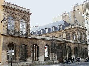 Hôtel de Chimay - Entrance from quai Malaquais (2009)
