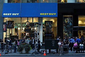 Halo (series) - Image: Halo 3Launch In NYC Best Buy