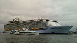 Harmony of the Seas in Rotterdam (mei 2016)