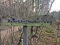 Heinrich-Thielker-Weg Wegweiser 1.jpg