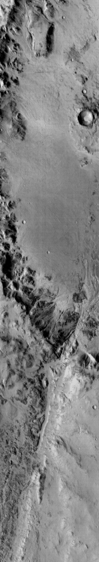 Holden (Martian crater) - Image: Holden Crater Rim