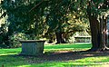 Holy Rood churchyard, The Lawn, Swindon - geograph.org.uk - 592633.jpg