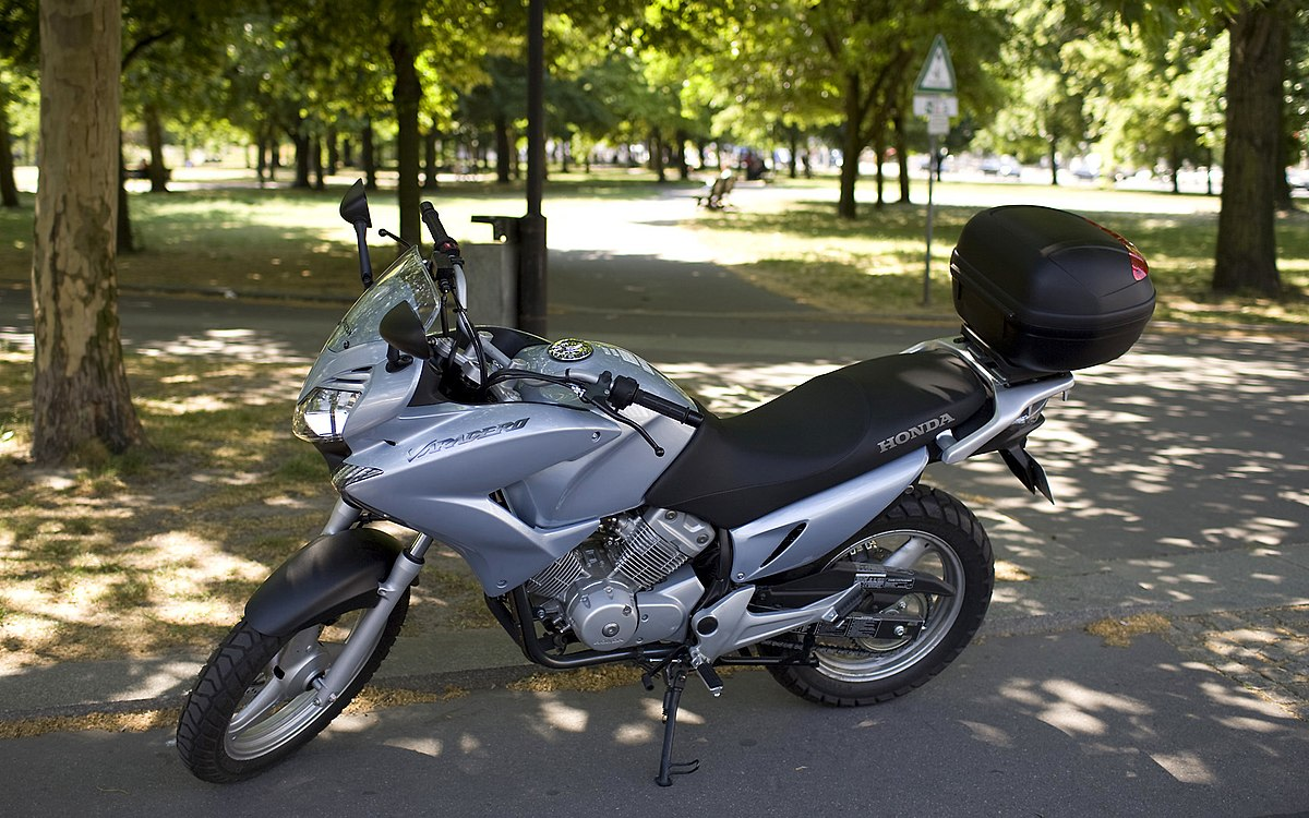 honda xl 125v varadero wikipedia wolna encyklopedia. Black Bedroom Furniture Sets. Home Design Ideas