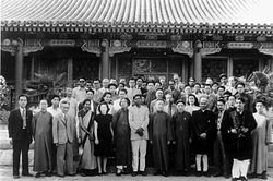 Hu Shih with guests visiting Peking University.jpg
