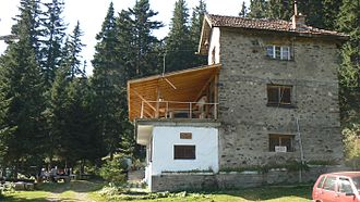 Kom Peak - Image: Hut kom old