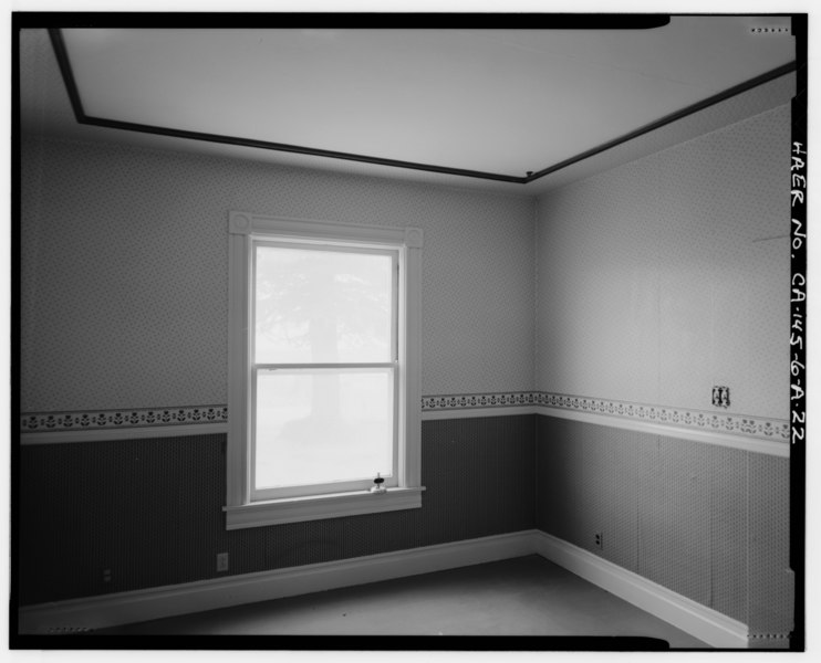 File:INTERIOR OR BEDROOM NO. 1 SHOWING 1-LIGHT OVER 1-LIGHT, DOUBLE-HUNG WINDOW ON EAST WALL. VIEW TO SOUTHEAST. - Bishop Creek Hydroelectric System, Plant 6, Cashbaugh-Kilpatrick HAER CAL,14-BISH.V,7A-22.tif