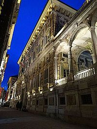 Il Palazzo Doria- Tursi splendente.JPG