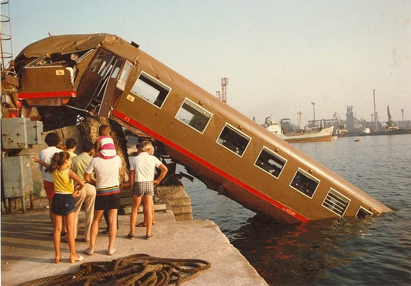 File:Incidente ferroviario di Piombino 1983.jpg