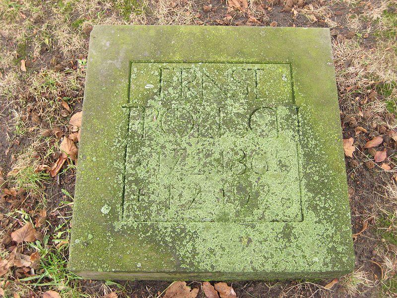 File:Invalidenfriedhof, Grab Troeltsch.jpg