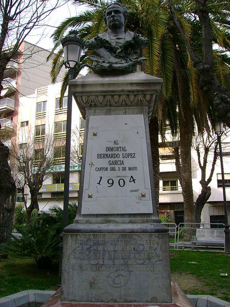 Archivo:Jaén - Monumento a Bernardo López García.jpg