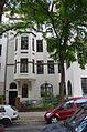 Jacobsstraße 10, Hannover, Linden-Mitte, Büro Dr. Schumacher, Hauseingang mit Stadttafel und Schild Nummer 9 der Butjer-Route, 2. Versuch einer Hausaufnahme.jpg