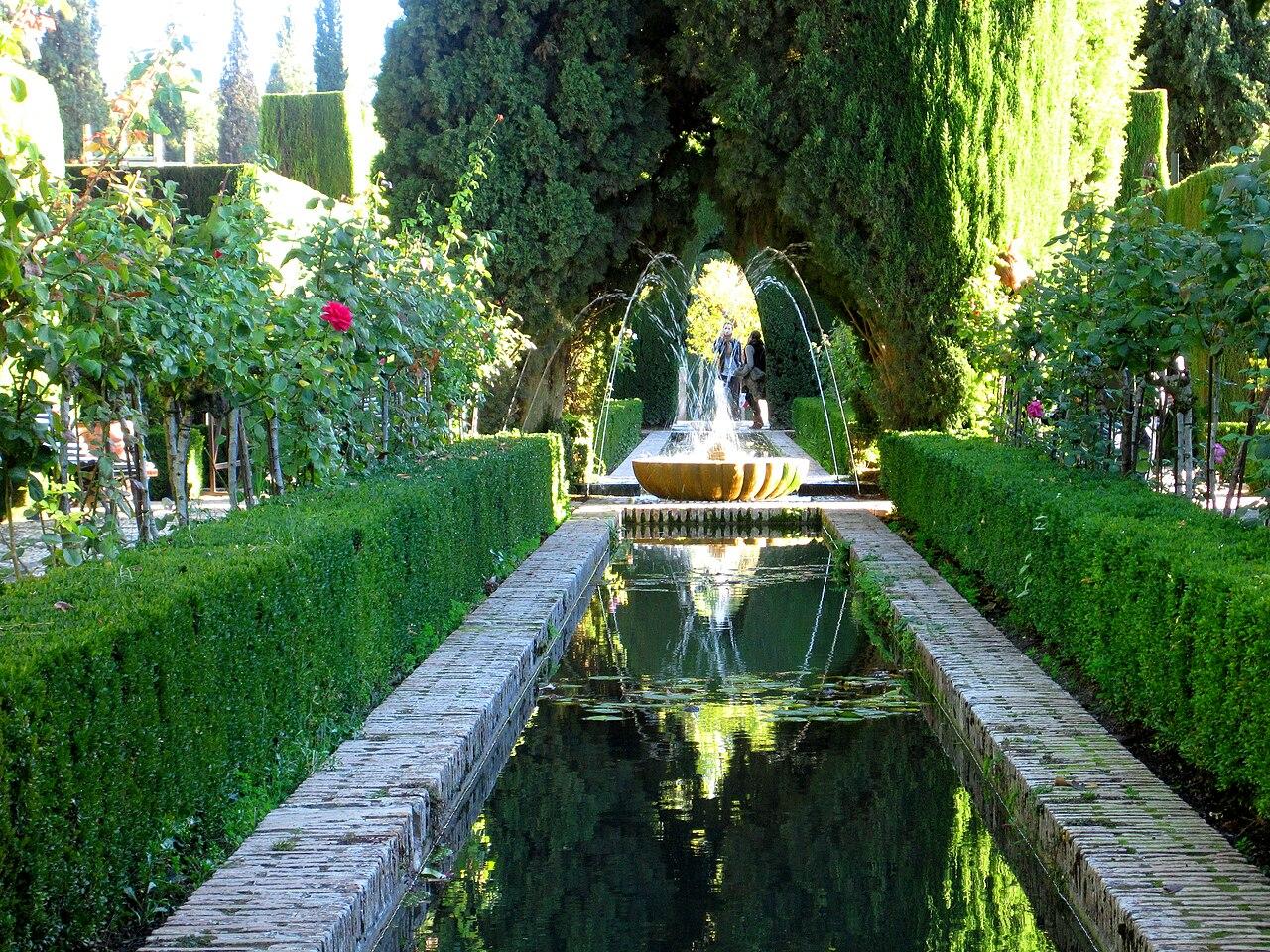 File jardines de el generalife la alhambra granada jpg for Jardines de gomerez granada