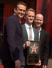 Joss Whedon, assieme a Jason Segel, alla consegna della stella di Neil Patrick Harris sulla Hollywood Walk of Fame. Nel corso delle stagioni, è diventata una sorta di