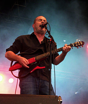 Silent guitar - Jean-Pierre Riou, guitarist of Red Cardell playing on Silent Guitar 10S