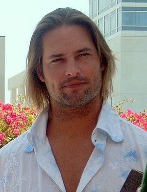 Josh Holloway - Image: Josh Holloway Comic Con cropped