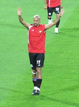 Juan Sebastián Verón - Verón warming up before the semi-final of the 2009 FIFA Club World Cup.