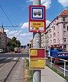 Jugoslávských partyzánů, tramvajová zastávka Zelená, označení.jpg