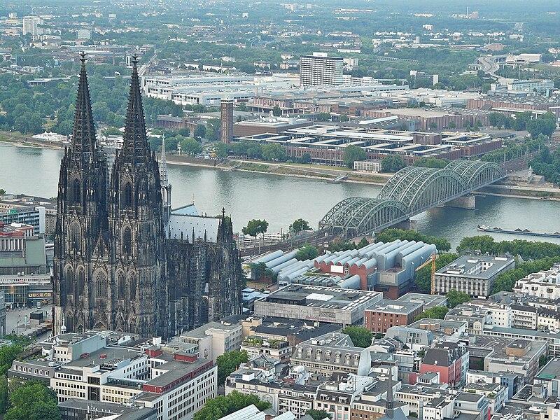 K%C3%B6lner Dom001 (Flight over Cologne).jpg