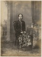 KITLV 10020 - Kassian Céphas - Raden Ayu Sriwoelan in court dress, belonging to the family of Hamengkoe Buwono VII sultan of Yogyakarta - Around 1885.tif