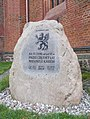 Kamień kaszubski z gryfem przy katedrze w Szczecinie.jpg