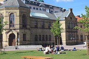 Katedralskolan, Lund - Students in the school's inner court