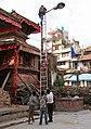 Kathmandu-Durbar Square-74-Lampenreparatur-2015-gje.jpg