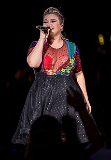 Kelly Clarkson Live in Austin Texas 2015 2.jpg