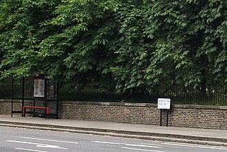 Kensington Road - Kensington Road and bus stop.