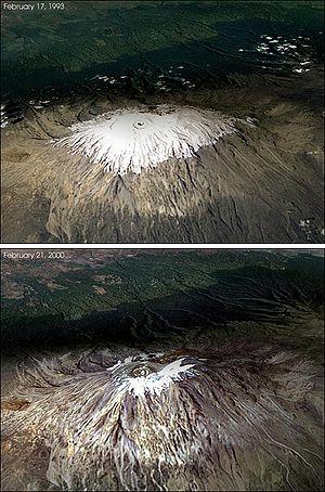 Changement de l'accumulation des neiges au sommet du Kilimandjaro, première photo prise le 17 février 1993, la seconde le 21 février 2000. Le Kilimandjaro a perdu 82% de son glacier durant le XXesiècle et celui-ci devrait disparaître en 2020. Le recul des glaciers de montagne, notamment à l'Ouest de l'Amérique du Nord, en Asie, dans les Alpes, en Indonésie, en Afrique (dont le Kilimanjaro), et dans des régions tropicales et subtropicales d'Amérique du Sud, a été utilisé comme preuve qualitative de l'élévation des températures globales depuis la fin du XIXesiècle par le GIEC dans son rapport de 2001.. Le cas particulier des glaces du Kilimandjaro, qui a été controversé,, a été remis en question dans le rapport du GIEC de 2007 et est un bon exemple de la complexité du réchauffement climatique et de la circonspection nécessaire dans l'analyse des données.