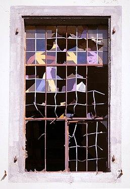 Kloster Marienberg, Eingeschlagenes Fenster.jpg