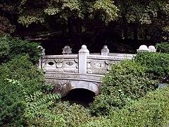 庭園の石橋