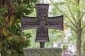 Kreuz auf dem Grabstein der Familie Hegel, Bergfriedhof Kessenich.jpg