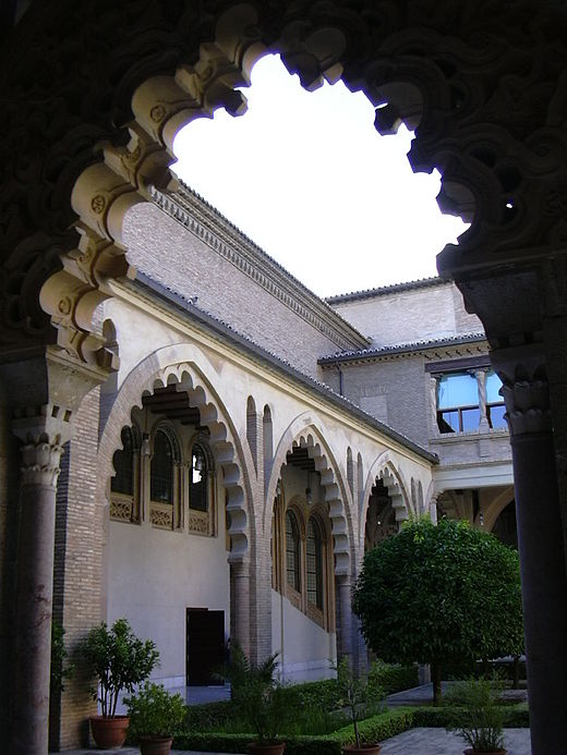 Een patio in La Aljafería