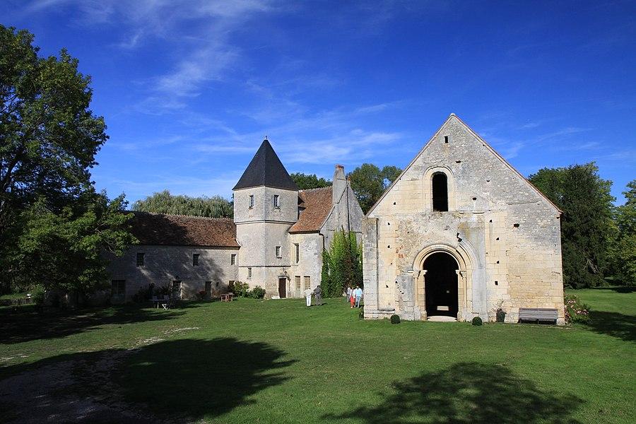 Vue d'ensemble de la commanderie de Villemoison dans la Nièvre.