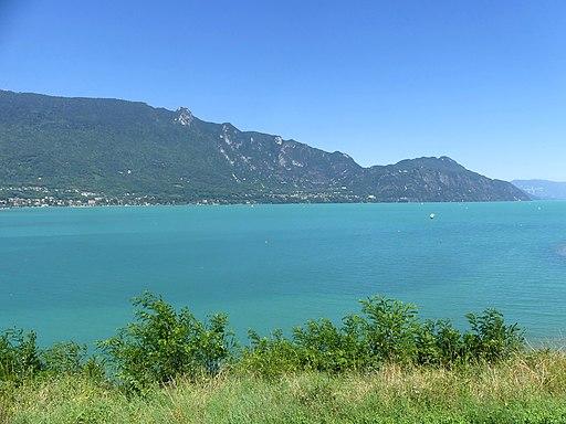 Lac du Bourget turquoise en 2018 (avec Mont du Chat)