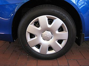 A standard hubcap on a 2008 Mitsubishi Lancer ES