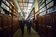 Leon Panetta given tour of the House of Commons Library.jpg